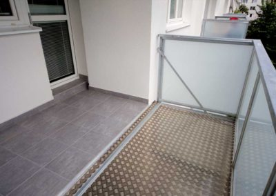 Předsazená balkonová konstrukce