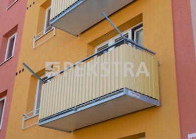 detail balkonu se sušákem