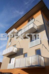 Balkon kotvený táhly