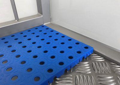 Krytie podlahy plastový rošt detail