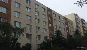 Balkóny pred montážou na bytový dom